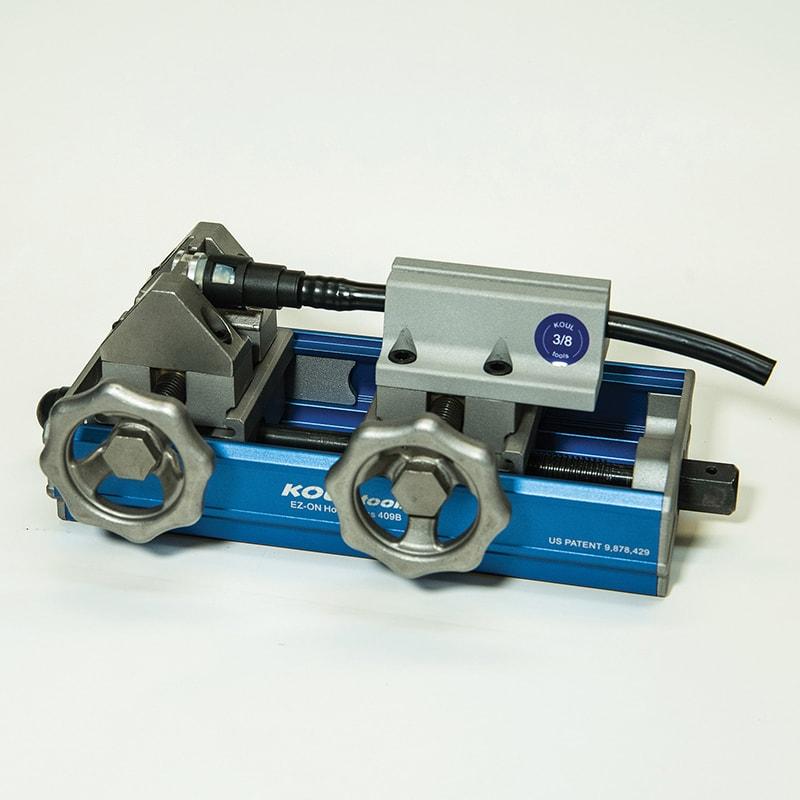 Nylon fuel line tool for straight elbow union quick